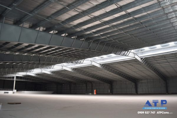 Nhà xưởng mái thông sáng